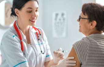 Bezpłatne szczepionki przeciwko grypie dla Seniorów 75+